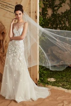 Check out these 10 Carolina Herrera bridal gowns from her Spring 2017 collection that we're absolutely loving!