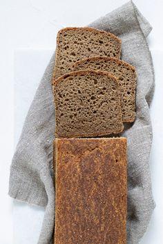 Blødt rugbrød uden kerner - Barnets første brød - Cathrine Brandt Rye Bread, Bread Bun, Sourdough Bread, Bread Recipes, Cake Recipes, Food Photography Styling, Cakes And More, Baking, Meals