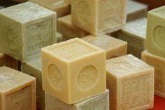 Mydło szare,czarne syberyjskie,Aleppo to naturalne produkty do higieny o szerokim zastosowaniu.Mydła te zawierają ziół, oliwy z oliwek i inne maturalne skłaniki