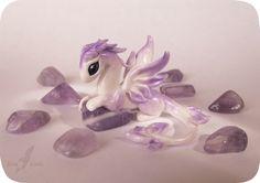 J'aime bien ce dragon l'effet gem stone violet est bien mais il est plutôt difficile et minutieux de faire un dragon #sarah