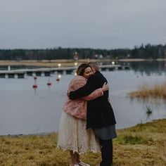 Paras ystäväni ja aviomies. ✨ Blogissa kurkkaus meidän potretteihin 👉🏼www.plusmimmi.com #mumskijamasi #wedding #häät #potretit 📷: @johannahietanenphotography #langvikhotel http://www.langvik.fi/