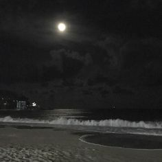 Night Aesthetic, Beach Aesthetic, City Aesthetic, Aesthetic Dark, Black Aesthetic Wallpaper, Aesthetic Wallpapers, Dark Beach, Beach At Night, Dark Feeds