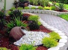 front yard landscape design 45 Beautiful DIY Garden Decoration Idea You Must Try - There are a number of different things you could do with a Tuscan garden d Front Gardens, Outdoor Gardens, Outdoor Planters, Diy Planters, Landscaping With Rocks, Backyard Landscaping, Backyard Ideas, Florida Landscaping, Patio Ideas