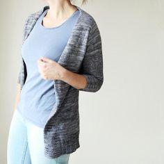 Risen ist genial einfach - die clevere Konstruktion und schlichte Eleganz machen diese Strickjacke zu einem echten Liebling - die Anleitung finden Sie auf LoveKnitting!