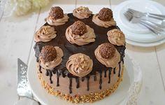 Layer Cake au Ferrero Rocher avec Thermomix, recette d'un joli et délicieuxgâteau à étage, facile à faire et parfait pour un anniversaire ou une fête.