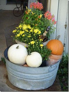 love the washtub idea... would be perfect for changing out with the seasons. Washtubs are so useful!