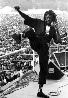 Remembering Peter Tosh the indomitable reggae musician who fought for justice and equality of mankind - Africa Reggae Rasta, Reggae Music, Reggae Artists, Music Artists, Jamaica, Prince Buster, Rastafarian Culture, Afro, Bob Marley Pictures