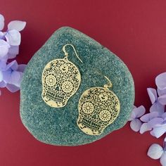 LAVISHY designs & wholesale original & beautiful applique bags, wallets, pouches & accessories for gift shop/boutique buyers in USA, Canada & worldwide. Sugar Skull Earrings, Filigree Earrings, Gift Shops, Clothing Boutiques, Makeup Pouch, Online Shopping, Crochet Earrings, Plating, Coin Purse