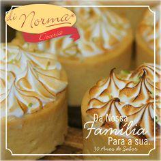 Mini Limão: Massa sucreé, recheada de puro leite condensado de limão e cobertura de merengue gratinado. #DiNorma #love #tortadelimão #cake