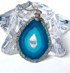 Unique agate slice necklace. #agatenecklace #blueagate #agateslice #agatejewelry