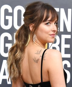 Hairstyles For Kids Full Fringe Hairstyles 2020 include the latest popular fringe hairstyles. This type of full fringe hairstyle 2020 is best suited for those who have long hair but you can try these outstanding hairstyles with bangs you must try now. Full Fringe Hairstyles, Easy Updo Hairstyles, Hairstyles With Bangs, Curly Hairstyle, Hairstyle Ideas, Dakota Johnson Hair, Shoulder Hair, Shoulder Length, Layered Haircuts