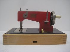 Vintage Casige Child's Sewing Machine // Red // Battery Operated