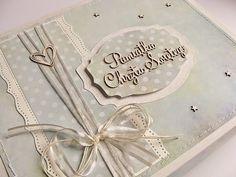 Pěkný layout na hlavní stránce i uvnitř Book 1, Mini Albums, Cardmaking, Mixed Media, Wedding Invitations, Scrapbooking, Layout, Photo And Video, Cards