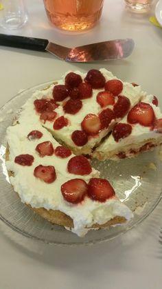 Mansikkakakku 7lk Cheesecake, Desserts, Food, Tailgate Desserts, Deserts, Cheesecakes, Essen, Postres, Meals