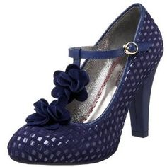 Adorable twist on the classic vintage pump