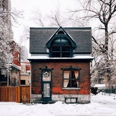 Brick two-story cottage (exterior picture only) Style At Home, Architecture Design, Sustainable Architecture, Cute House, Cabins And Cottages, Small Cottages, Tiny House Living, Cozy Cottage, Brick Cottage
