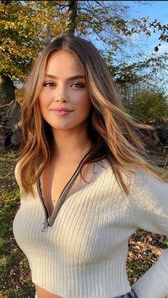 Most Beautiful Faces, Beautiful Girl Image, Beautiful Eyes, Beautiful Pictures, Beauty Full Girl, Beauty Women, Brunette Beauty, Hair Beauty, Beauté Blonde