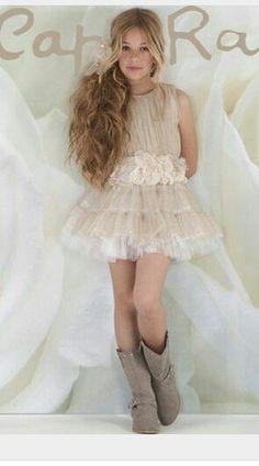 Preteen Fashion, Kids Fashion, Little Girl Dresses, Girls Dresses, Cute Toddler Girl Clothes, Looks Country, Designer Baby Clothes, Little Girl Fashion, Child Models