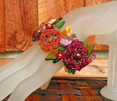 Sunshine and Roses - Jewelry creation by Madalynne Homme Glass Jewelry, Beaded Jewelry, Flower Jewelry, Bead Weaving, Seed Beads, Sunshine, Jewelry Making, Brooch, Jewels