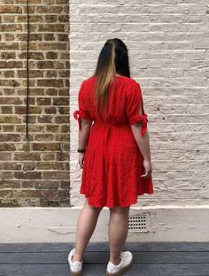 A red Shelby with a sleeve hack // True Bias - Self Assembly Required By Hand London, Tie Pattern, Dream Dress, Sewing Patterns, Short Sleeve Dresses, Hacks, Black And White, Fabric, Sleeves