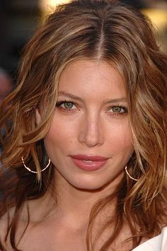 Jessica Biel hair color - yes, want this hair color soo pretty! Jessica Biel, Beautiful Celebrities, Beautiful Actresses, Beautiful Women, Celebrity Faces, Celebrity Gallery, Kate Beckinsale, Pretty Face, Pretty Woman