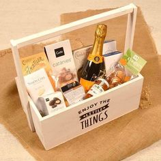 janecrossenjoy - 0 results for wine basket gift ideas Diy Christmas Gifts For Parents, Christmas Gift Baskets, Holiday Gifts, Friend Birthday Gifts, Diy Birthday, Cadeau Parents, Flower Box Gift, Wine Gift Baskets, Diy Gift Box