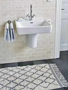 The MOROCCO bath mat will guide you the way to the shower or even further away...