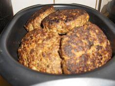 Raejuusto-jauhelihapihvit No Salt Recipes, Cooking Recipes, Good Food, Yummy Food, Fritters, Sausage, Food And Drink, Tasty, Baking