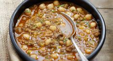 Soupe Harira 20 Min, Beignets, Chana Masala, Cheeseburger Chowder, Chili, Vegan Recipes, Food And Drink, Vegetarian, Cooking