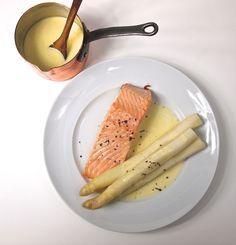Weißer Spargel mit Lachs, Zitronen-Beurre blanc und Bourbon-Pfeffer / http://piasdeli.de/Rezept/weisser-spargel-mit-lachs-zitronen-beurre-blanc-und-bourbon-pfeffer/