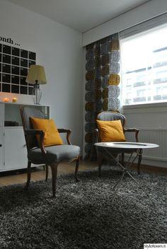 työhuone,matto,apupöytä,seinäkalenteri,retrohenki,nojatuolit,marimekko,verho,lipasto,kaapit,retro