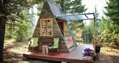 Creative Couple Builds Adorable 80-Square-Foot Guest House – They Did It With Just $700