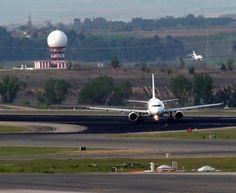 Abandonando pista, tras aterrizar por la 18R. pic.twitter.com/DGJzy3Ev2M