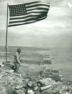 World War II in Pictures: Iwo Jima: Operation Detachment American War, American History, World History, World War Ii, Old Pictures, Old Photos, Battle Of Iwo Jima, Military History, Military Photos
