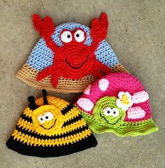 Find crochet hat and glove patterns to make warm winter accessories for the whole family. You can crochet matching hand and glove patterns to match their coats. Crochet Animal Hats, Crochet Kids Hats, Crochet Beanie, Knit Or Crochet, Cute Crochet, Crochet Crafts, Yarn Crafts, Crochet Hooks, Crochet Projects
