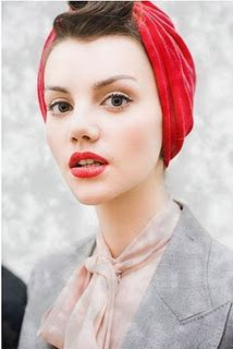 Nude Classical Look, Red Lips and Thin Eyebrows