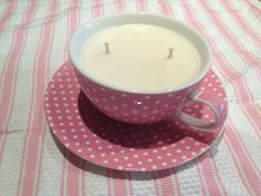 Teacup Buttercream candle.