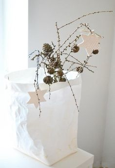 ♥Meg I like wrapping everything with white paper....even running it down the table over the white table clothe