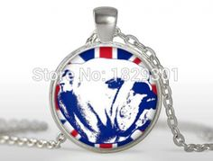 Bulldog Pendant British Flag Necklace Glass Dome. Fine or Fashion:FashionItem Type:NecklacesPendant Size:25mmStyle:BohemiaNecklace Type:Pendant NecklacesGender:WomenMaterial:GlassChain Type:Link ChainLength:about 55cmMetals Type:Zinc AlloyShape\pattern:GeometricModel Number:A-278Brand Name:NONEMetals color:Silver and BronzeEnvironmental Standard:Lead, Nickel freeItme Name:English Bulldog Pendant
