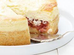 Rhabarber-Quarkkuchen ist ein Rezept mit frischen Zutaten aus der Kategorie Käsekuchen. Probieren Sie dieses und weitere Rezepte von EAT SMARTER!