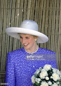 November 11, 1986 Diana visits the Muscat branch of the Oman Women's Association
