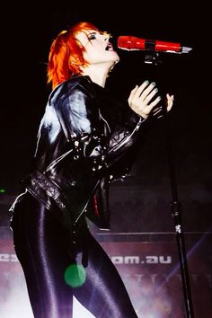 Hayley Williams the outfit reminds me of cat women