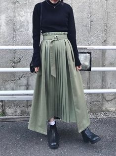 <img> A black turtleneck knit with a khaki deformed pleated skirt - Muslim Fashion, Modest Fashion, Hijab Fashion, Korean Fashion, Fashion Outfits, Apostolic Fashion, Stylish Dresses, Modest Dresses, Modest Outfits