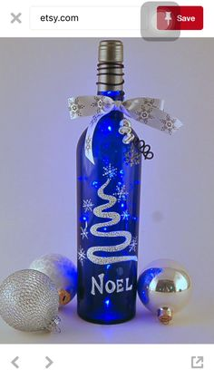 a family of snowmen are Wine Bottle Glasses, Wine Bottle Corks, Lighted Wine Bottles, Bottle Lights, Painted Glass Bottles, Painted Wine Glasses, Decorated Bottles, Glass Bottle Crafts, Diy Bottle