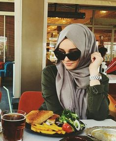 Image about fashion in Alexandra Golovkova❤ by Unknown Hijabi Stylish Hijab, Stylish Girl, Hijab Chic, Islamic Fashion, Muslim Fashion, Muslim Girls, Muslim Women, Alexandra Golovkova, Hijab Collection