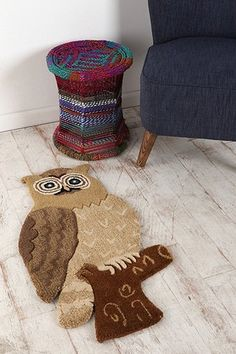 Clothing, accessories and apartment items for men and women. Owl Rug, Polymer Clay Owl, Crochet Simple, Owl Quilts, Owl Fabric, Felt Owls, Christmas Owls, Art Deco Posters, Owl Bird