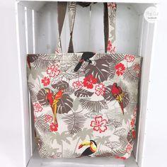 Wendetasche: Der robuste Baumwollstoff ist ideal für den große Einkauf. Die Tasche ist sehr stabil. Durch die Wendemöglichkeit, kann man die Außenseit je nach Lust und Laune variieren., Hawaii Abmessungen: ca. 42 x 45 cm Preis: € 29,- Jetzt bestellen: http://www.popcut.at/diy/webshop/