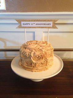 anniversary rose cake.