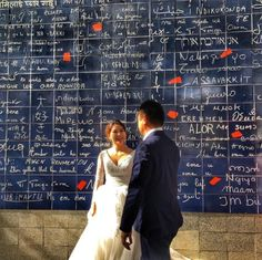 #Brideandgroom meeting #photoshoot in front of the #ILoveYou #wall of #love in #Montmartre #Paris (at Square Jehan-Rictus)