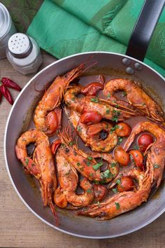 Gamberoni al guazzetto Prawns with stew: a juicy sauce accompanies this second dish that smells of the sea. [Prawns with tomato sauce] Fish Recipes, Seafood Recipes, Salad Recipes, Cooking Recipes, Healthy Recipes, Italian Dishes, Italian Recipes, Cannelloni Ricotta, Dining